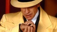 So geht es: Warren Beatty telefoniert als Detektiv Dick Tracy im gleichnamigen Film aus dem Jahr 1990 mit der Armbanduhr.