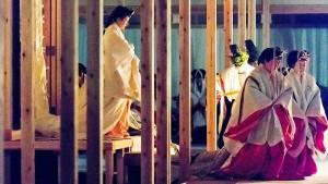 Japans Kaiser dankt der Sonnengöttin Ametarasu