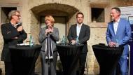 Mainzer Kandidatenriege: Michael Ebling (SPD, von rechts), Nino Haase (parteilos) und Tabea Rößner (Die Grünen) neben F.A.Z.-Redakteur Markus Schug
