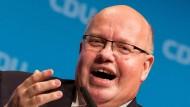 Peter Altmaier weist Kritik an seiner Doppelrolle zurück