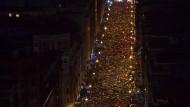 Gut fünfzig Jahre, 800 Tote: Das ist die Bilanz, der baskischen Terrorbande Eta. 2011 verkündete sie das Ende der Gewalt. Unser Bild zeigt Demonstranten am vergangenen Samstag in Bilbao, die fordern, Eta-Häftlinge ins Baskenland zu verlegen.