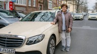 Hatice Karaman ist Taxifahrerin in Frankfurt.