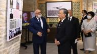 """Usbekistans Präsident Mirsijojew am Montag im Museum für """"Opfer der Repression"""" in der Sowjetzeit"""
