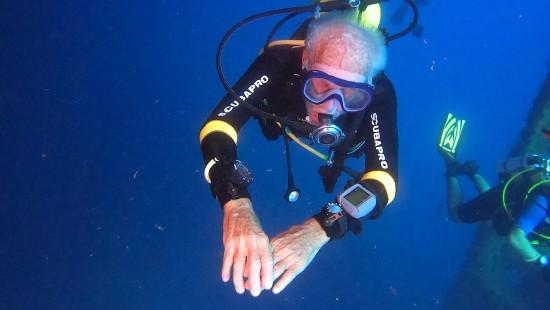 96-Jähriger stellt Tauch-Rekord auf
