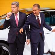 Mattes, Diess und Merkel bei ihrem IAA-Rundgang am Donnerstag