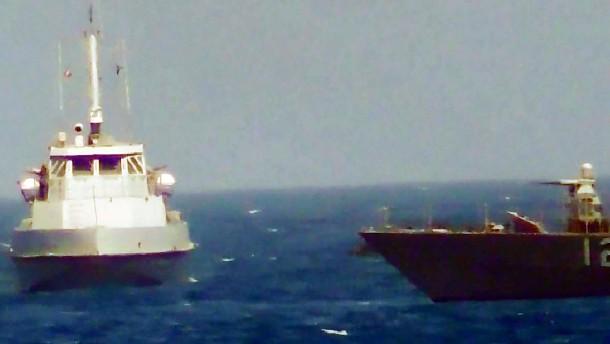 Amerikanische Marine gibt Warnschüsse auf iranisches Schiff ab