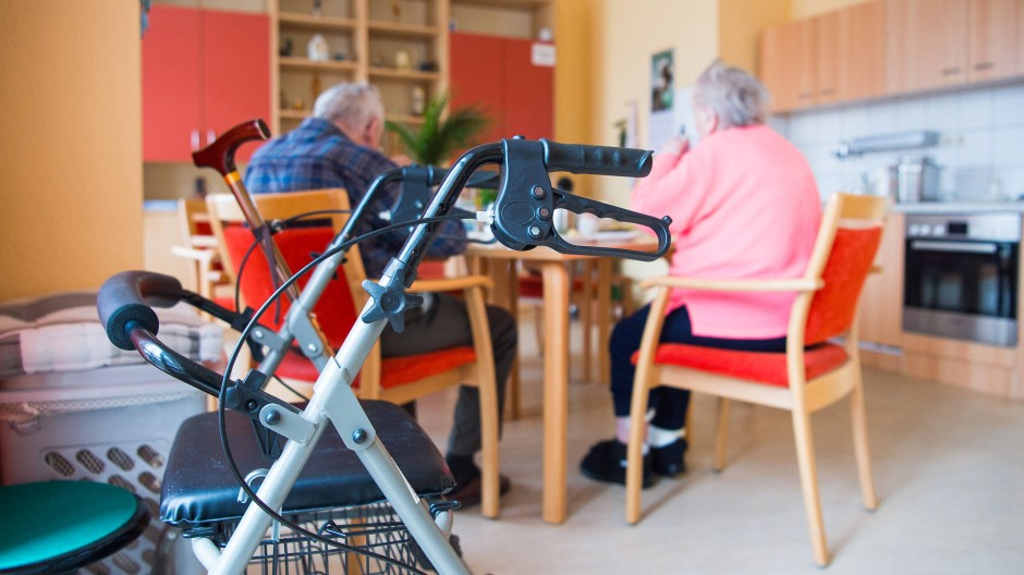 Vor allem die stationäre Pflege verursacht erhebliche Kosten.