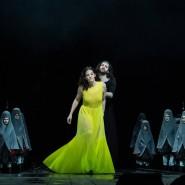 Plädoyer in eigener Sache: Carolin Conrad als Medea gewinnt die Sympathie des Chors.