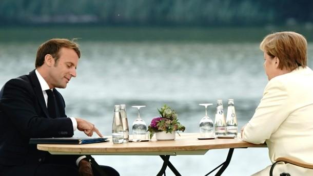 Merkel empfängt Macron in Schloss Meseberg