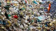 Jede Menge Müll: Im Remondis-Sortierwerk in Bochum wird entschieden, welcher Müll verbrannt oder recycelt wird.