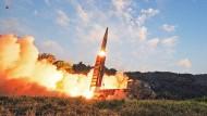 Als Reaktion auf den nordkoreanischen Raketentest feuerte das südkoreanische Militär mehrere ballistische Raketen in Gewässer östliche von Korea.