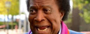 """Der Entertainer Roberto Blanco wird Serien-Darsteller. In der Seifenoper """"Verbotene Liebe"""" wird der 77-Jährige eine Gastrolle übernehmen. Blanco spielt darin sich selbst. """"Man hat mich eingeladen mitzuspielen, und ich finde es toll, dass ich bei einer so beliebten Serie vor der Kamera stehe"""", erklärte Blanco. Die Folge wird voraussichtlich im Februar ausgestrahlt. Wegen sinkender Quoten soll """"Verbotene Liebe"""" ab Anfang 2015 nur noch im Wochenrhythmus zu sehen sein. Die Sendung läuft seit bald 20 Jahren. (dpa)"""