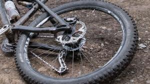 Überhitzte Mountainbike-Bremsscheibe verursacht Waldbrand