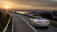 Zurück zur romantischen Ausfahrt: mit dem Mercedes-Benz E-200 Cabriolet