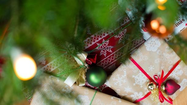Jeder Zweite sagt: Doofe Geschenke umtauschen ist okay!