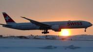 Triebwerkprobleme: Die Boeing von Swiss landet außerplanmäßig am Flughafen von Iqaluit in Nordkanada.