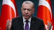 Reformator oder Despot? Der türkische Präsident Recep Tayyip Erdogan, hier bei einer Pressekonferenz in Ankara, will eine neue Verfassung für sein Land.