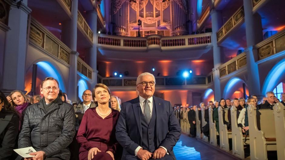 Etwas Bewahrendes: Frank-Walter Steinmeier, seine Frau Elke Büdenbender neben Bodo Ramelow im Dezember 2018