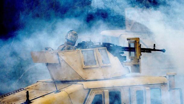 """Fast zwei Drittel gegen """"Säbelrasseln"""" der Nato"""