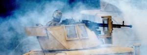 """In Rauch eingehüllter Nato-Panzer während des Manövers """"Anakonda"""" im Juni auf dem Baltikum"""