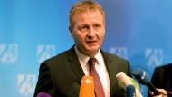 Innenminister Jäger versetzt Albers in einstweiligen Ruhestand