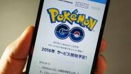 """Kann eine Smartphone-App Sünde sein? Seit dem 13. Juli ist das Spiel """"Pokémon Go"""" auch in Deutschland erhältlich."""