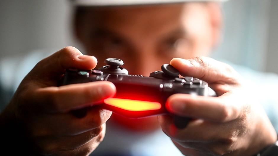 """Mit der Playstation in die Führungsetage? Mit """"Serious Games"""" kann man Fähigkeiten trainieren, einen Ausbilder ersetzen sie jedoch nicht."""