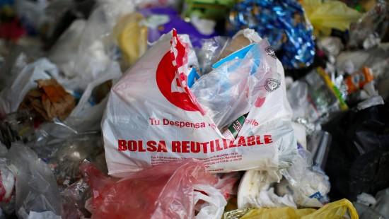 China verbietet Plastiktüten und Einweg-Strohhalme