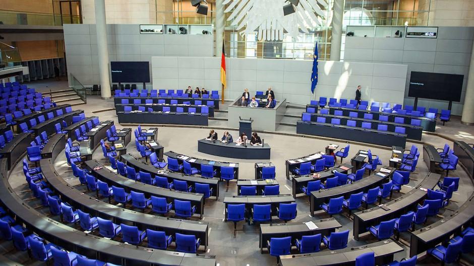 Politikverdrossenheit ist Politikern zwar schwerlich vorzuwerfen, aber dennoch ist auch der Plenarsaal im Bundestag an manchen Tagen fast leer vorzufinden.