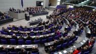 Wie entscheiden sie? Die Abgeordneten des Deutschen Bundestags.