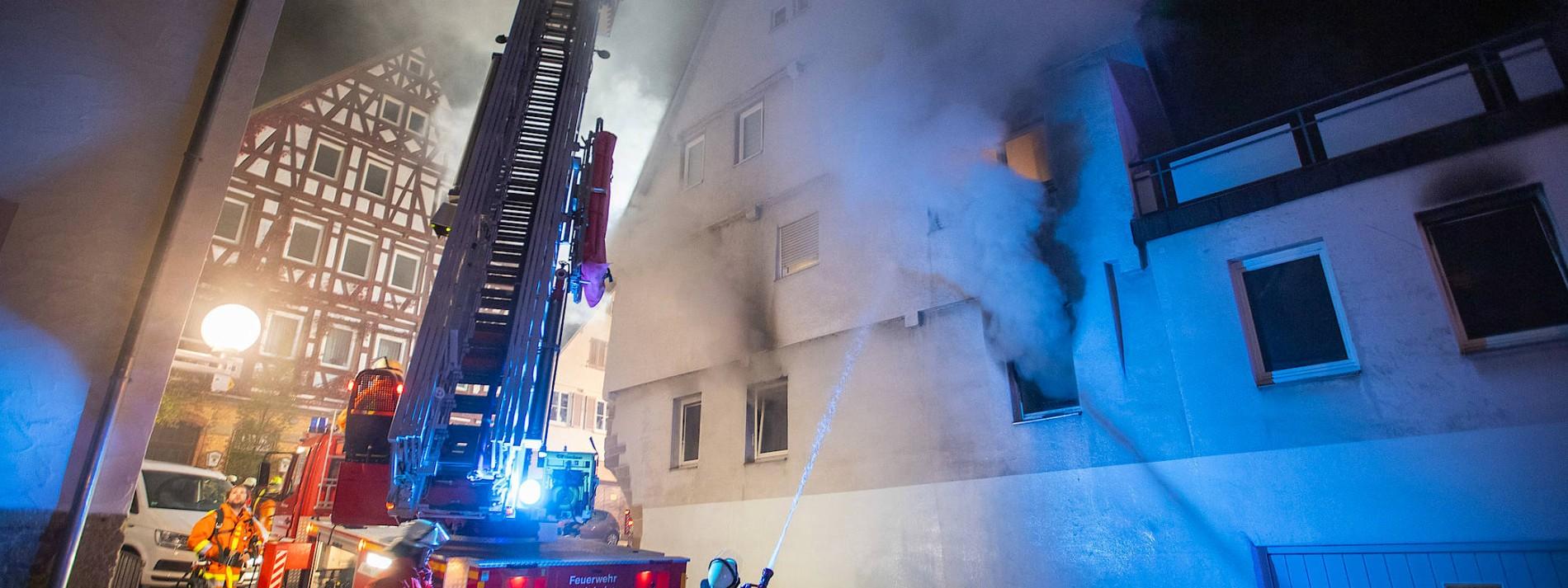 Acht Verletzte durch Brandsätze in Marbach