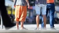 Im Büro nicht erlaubt: Männer in kurzen Hosen