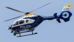 Polizeihubschrauber spürt Unfallverursacher in Gebüsch auf