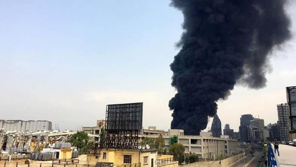 Wieder großes Feuer im Hafen von Beirut