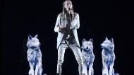 Iwan und die Wölfe: Sollen sie ihm fliegen helfen, wie sein Liedtitel vermuten lässt?