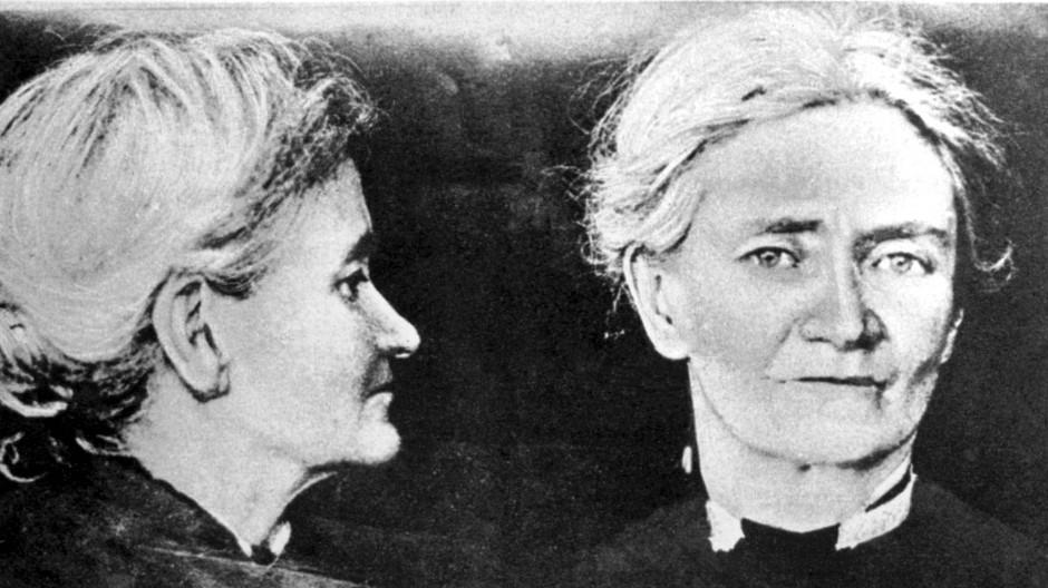 Violet Gibson trat Mussolini vor dem Palazzo dei Conservatori gegenüber und schoss aus wenigen Metern Entfernung ihn.