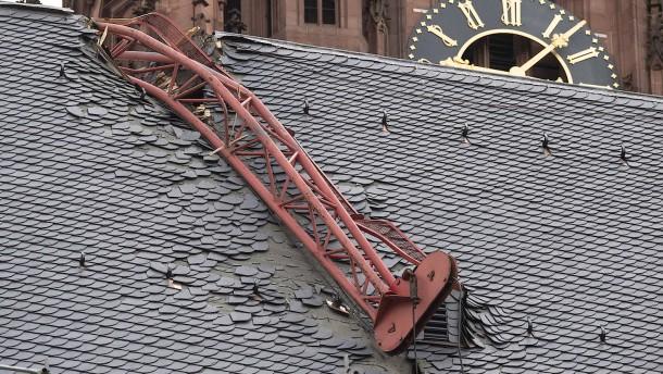 Vorarbeiten für Kranbergung am Frankfurter Dom
