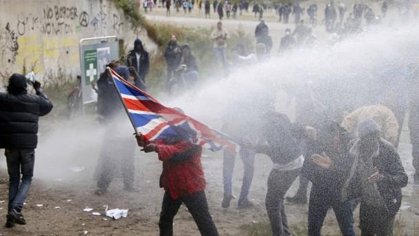 Aktivisten verbünden sich mit Flüchtlingen bei Demonstration