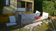 Balkon bricht ab: Vater und Sohn stürzen sechs Meter tief