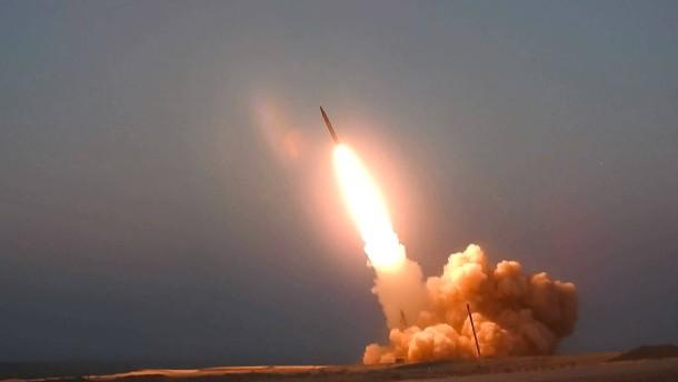 Iran präsentiert neues Raketensystem
