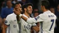 Marco Asensio und Cristiano Ronaldo freuen sich nach dem Treffer von Asensio.