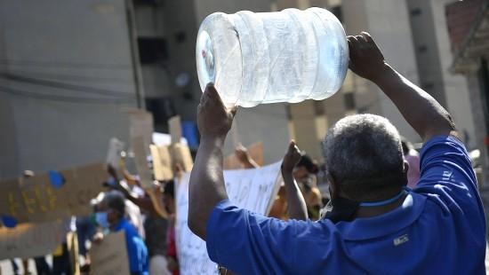 Kein Benzin, kein Wasser, kein Essen