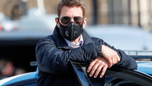 Tom Cruise gibt Preise ab
