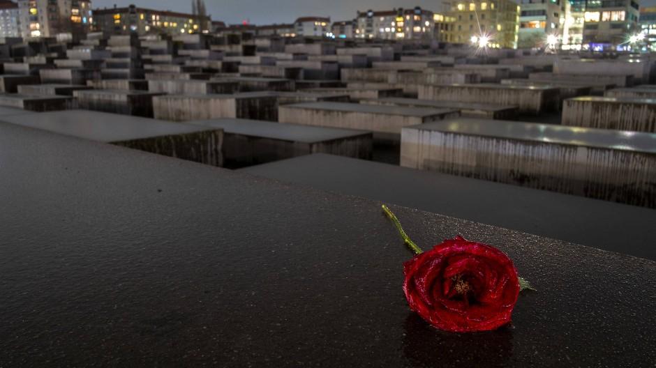 Einprägsam: Allen sind die Bilder und Gedenkstätten antisemitischer Opfer bekannt – doch das kann dazu verführen, sich nicht weiter mit der Materie zu beschäftigen.
