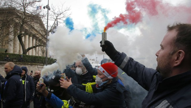 """Französische Regierung geht auf """"Gelbwesten"""" zu"""