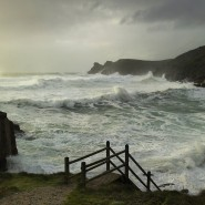 Günstiger Gischt gucken: Ein Urlaub wie hier an der Küste von Cornwall ist inzwischen für weniger Geld zu haben.