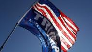 Nach mehreren Skandalen steht es schlecht um Donald Trump und seine Partei. Die Demokraten sehen sich im Vorteil.