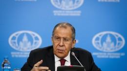 Russischer Außenminister Sergej Lawrow am Rednerpult