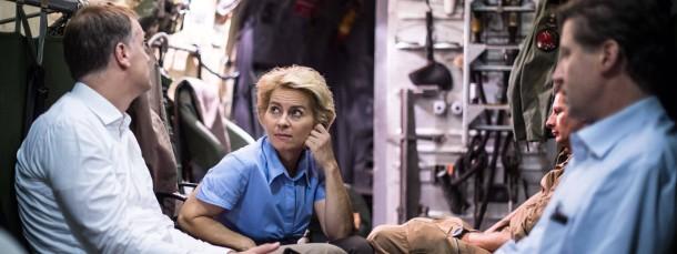 Weniger Fototermine, mehr Handwerk? Verteidigungsministerin Ursula von der Leyen, hier in einem Militärflugzeug im Irak, wird Inszenierungssucht vorgeworfen