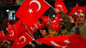 Tausende Erdogan-Fans bei Yildirim-Rede in Oberhausen